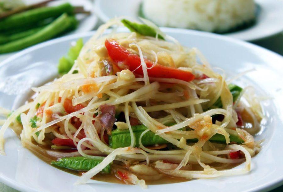 Probeer eens onze Som Tam Thai salade